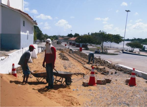 Rua do Mercado Velho está sendo recuperada.