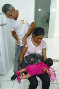 As mães também são vacinadas.