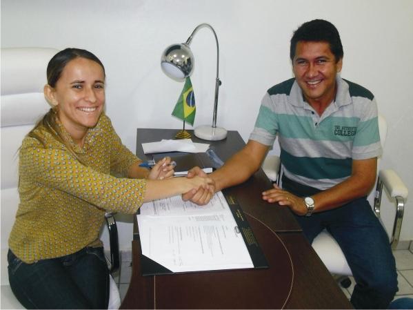 A prefeita de Araioses Valéria Leal recebe em seu gabinete Rocha Filho, prfeito de Água Doce.