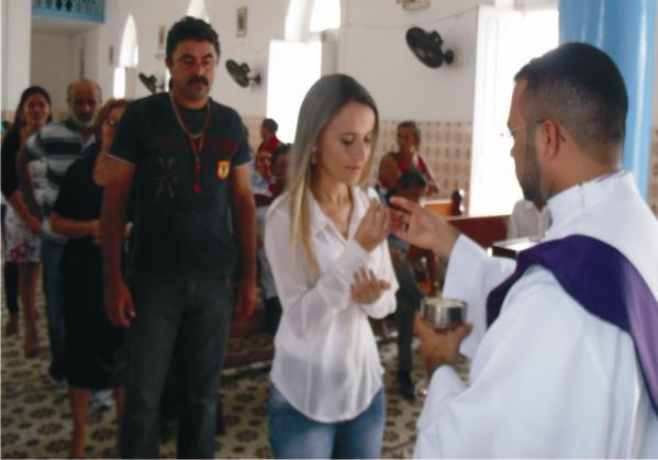 Prefeita Valéria Leal recebe consagração da Missa dos 75 anos de Araioses.