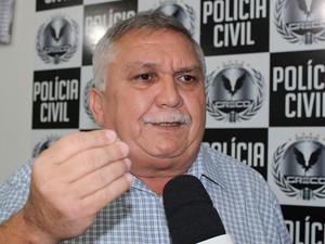 Delegado Menandro Pedro fala sobre o caso. (Foto: Gilcilene Araújo/ G1)