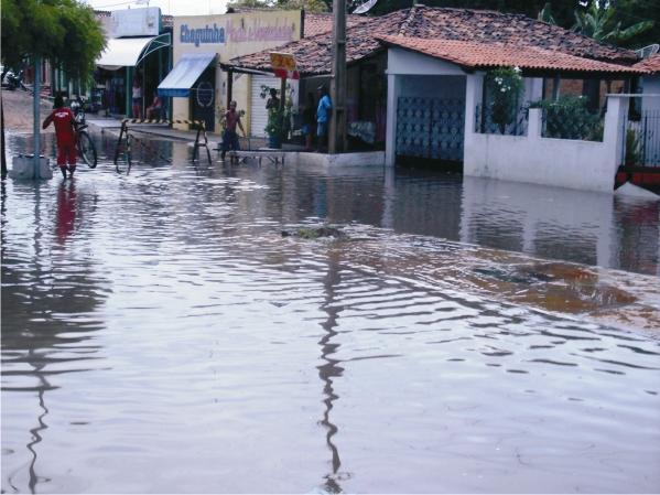 Av Paulo Ramos perto do Prédio do Josino parecia um rio.