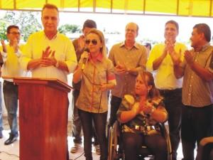Prfeita valéria do Manin ao discursar pediu asfalto para Carnaubeiras.