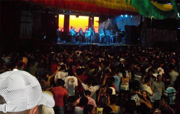 A banda de forró Matruz com Leite fez um show impecável.