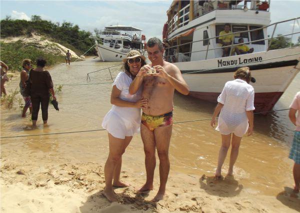 Na volta a lancha ancora para um banho no Rio Parnaíba.