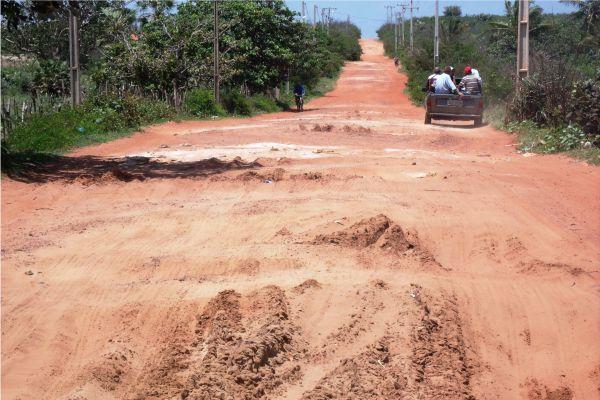 Estrada que leva a Carnaubeiras e água Doce