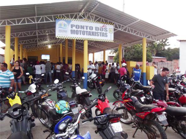 Ponto dos Mototaxistas inaugurado no incio da noite de hoje