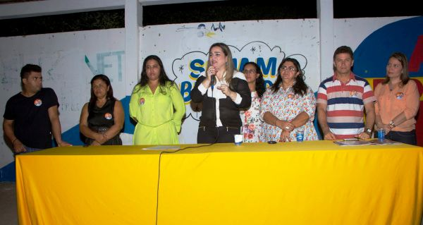 Luciana anúncia desistência - Foto:Daniel X L