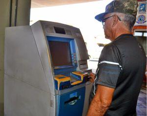 O militar da reserva Francisco Dionísio não conseguiu utilizar o caixa violado. (Foto: Kairo Amaral)