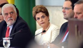 O ministro da Casa Civil, Jaques Wagner, a presidenta Dilma Rousseff e o ministro da Fazenda, Nelson Barbosa, na reunião do ConselhãoFabio Rodrigues Pozzebom/Agência Brasil