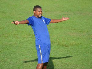 Marcelo Mendes orienta treino no Cardosão