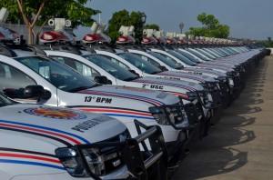 O governador Flávio Dino entregou 50 novas viaturas para uso da Polícia Militar e apresentou as ações do Pacto pela Paz. Foto: Karlos Geromy/Secom