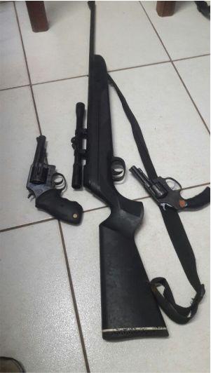 Armas apreendidas com os suspeitos - Foto/Divulgação